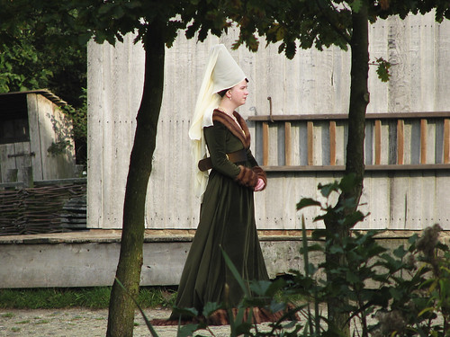 medieval lady in Archeon