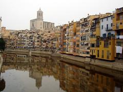 Girona una ciutat que com més i vaig més m'agrada. El meu pare l'estimava molt i ens hi portava cada cop que podia. Vista al riu Oñar, al fons la catedral.