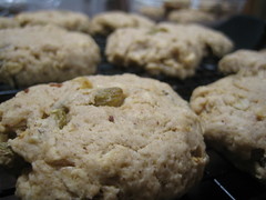 baking, oatmeal-raisin cookies, baked goods, cookies and crackers, food, soda bread, cookie, snack food, scone,