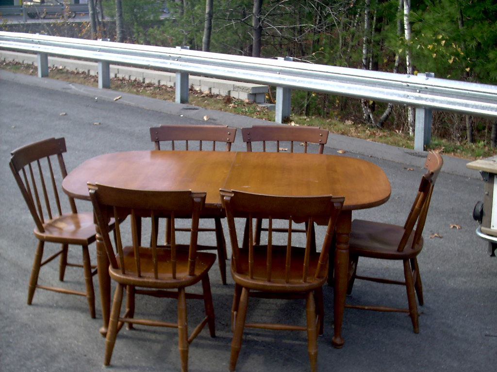 Maple dining room table and chairs maple dining room 3 for Maple dining room table