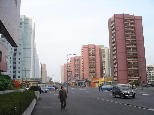 Pyongyang: Street scene, Sony DSC-T11