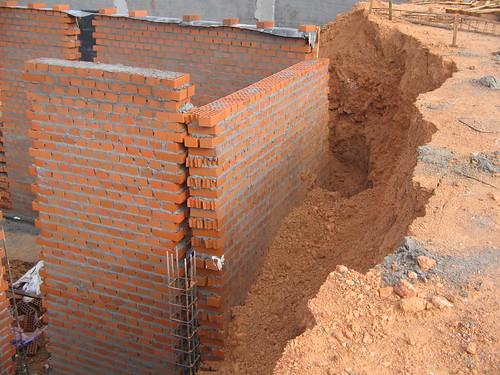 Caida de un muro de f brica de ladrillo tosco - Muros de ladrillo visto ...