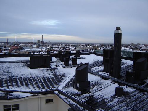 Helsinkiläisen kerrostalon katolla