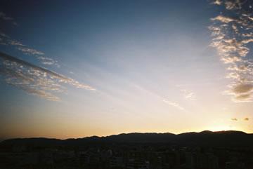 夕方の空・横