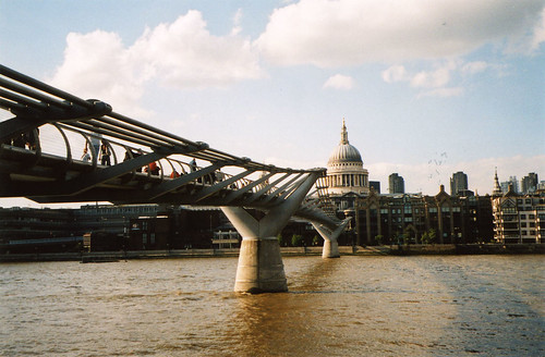 millenium-bridge-approach