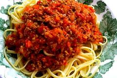spaghetti alla puttanesca(0.0), bucatini(0.0), spaghetti(0.0), produce(0.0), carbonara(0.0), meatball(0.0), vegetable(1.0), tomato sauce(1.0), pasta(1.0), pasta pomodoro(1.0), bolognese sauce(1.0), food(1.0), dish(1.0), cuisine(1.0),