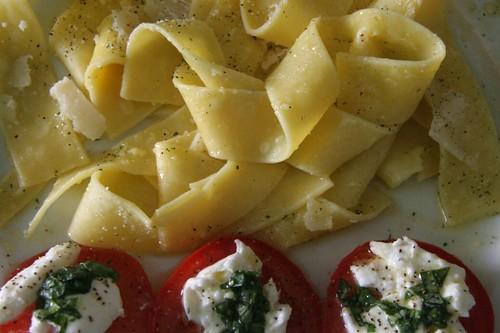 Italijanska kuhinja: Pasta Basic i Salata Basil