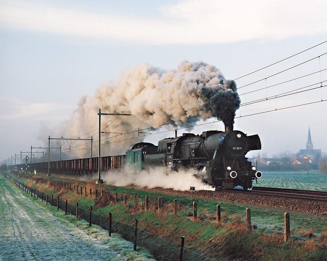 52 3879 Zegge met bietentrein 58781 richting Nuth 3 december 1994
