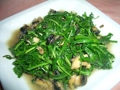 algae(0.0), brassica rapa(0.0), produce(0.0), vegetable(1.0), choy sum(1.0), seaweed(1.0), vegetarian food(1.0), leaf vegetable(1.0), food(1.0), dish(1.0), cuisine(1.0),