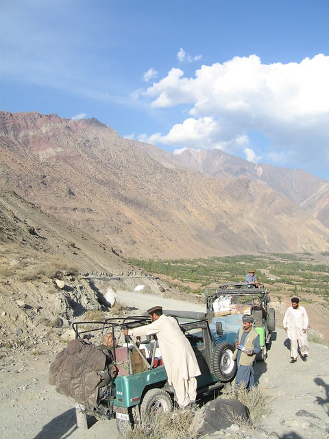 Jeeps and drivers, at the Buni Zom look out point