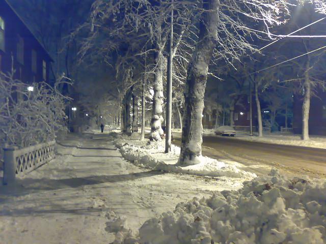Helsinki nevado de noche