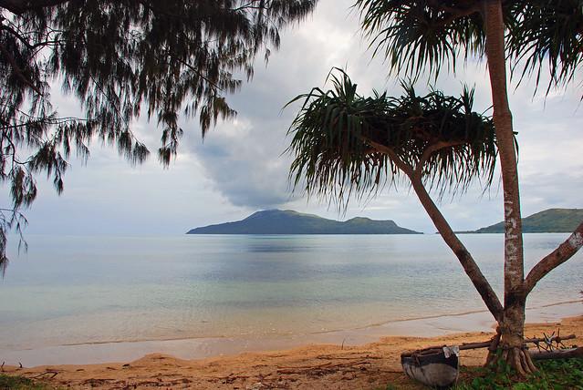 Round Efate (Vanuatu) trip, 26 Nov. 2006 - Nguna from Paonangisi Beach