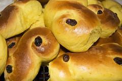 kifli(0.0), challah(0.0), rosca de reyes(0.0), anpan(0.0), baking(1.0), tsoureki(1.0), bread(1.0), baked goods(1.0), food(1.0), bread roll(1.0), viennoiserie(1.0), dessert(1.0), cuisine(1.0), brioche(1.0), danish pastry(1.0),