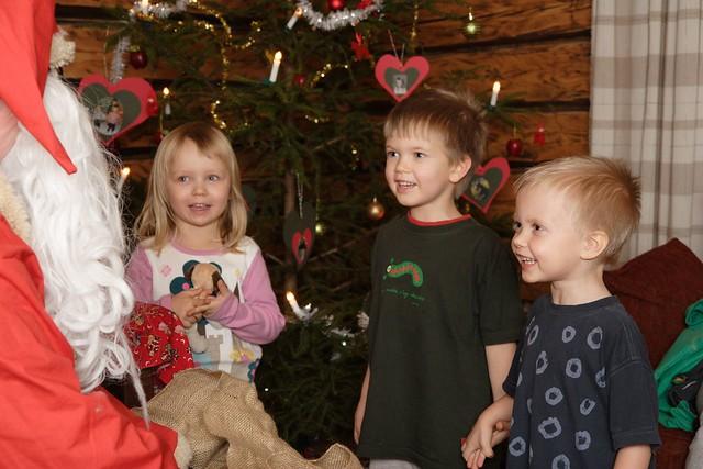 Papá Noel y unos niños