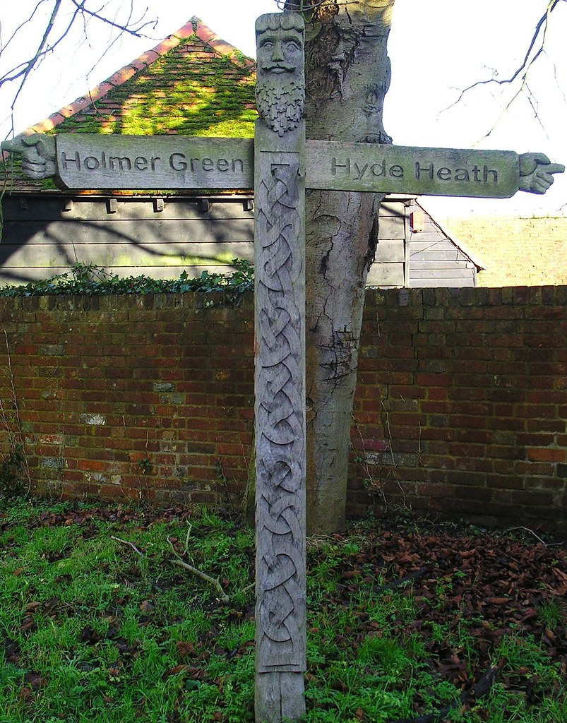 Book 1, Walk 5, Great Missenden to Amersham Pagan signpost in Little Missenden, 1 January 2007