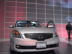 automobile(1.0), automotive exterior(1.0), vehicle(1.0), automotive design(1.0), nissan teana(1.0), grille(1.0), nissan(1.0), bumper(1.0), land vehicle(1.0), luxury vehicle(1.0), supercar(1.0),