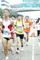 middle-distance running(0.0), sprint(0.0), modern pentathlon(0.0), 4 㗠100 metres relay(0.0), 800 metres(0.0), heptathlon(0.0), physical exercise(0.0), marathon(1.0), athletics(1.0), track and field athletics(1.0), endurance sports(1.0), sports(1.0), running(1.0), race(1.0), recreation(1.0), outdoor recreation(1.0), half marathon(1.0), racewalking(1.0), duathlon(1.0), cross country running(1.0), person(1.0), athlete(1.0),