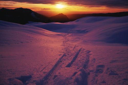 chile winter sunset mountain sunrise trekking landscape atardecer volcano nieve pinkfloyd backpacking andes montaña cordillera volcán parquenacional sydbarrett chilecentral cordilleradelosandes regióndelaaraucanía parquenacionalconguillío volcánllaima