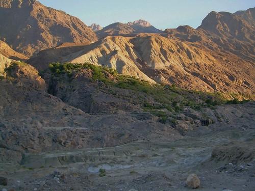 mountains sunrise karakoram kkh gilgit karakoramhighway northernareasofpakistan mountainsinpakistan kkhhighway roadsthroughmountainranges pakistantochina sunriseinpakistan sunriseinmountains