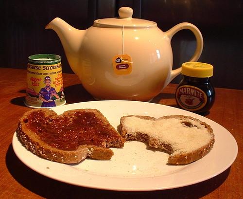 Boterham met Marmite en Zwitserse Strooikaas
