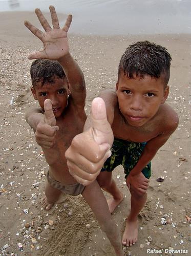 Niños en Puerto La Cruz, Venezuela.