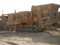 asphalt(0.0), wood(0.0), locomotive(0.0), demolition(0.0), crane(0.0), bulldozer(0.0), vehicle(1.0), transport(1.0), construction equipment(1.0),