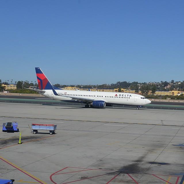Delta N3748Y 737-800 SAN 2-2-16 1