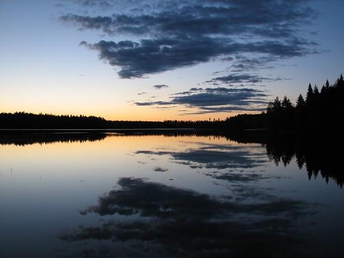 lake reflection night penttilänmäki pieniläänä