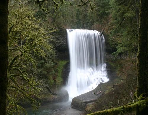 oregon waterfall hiking