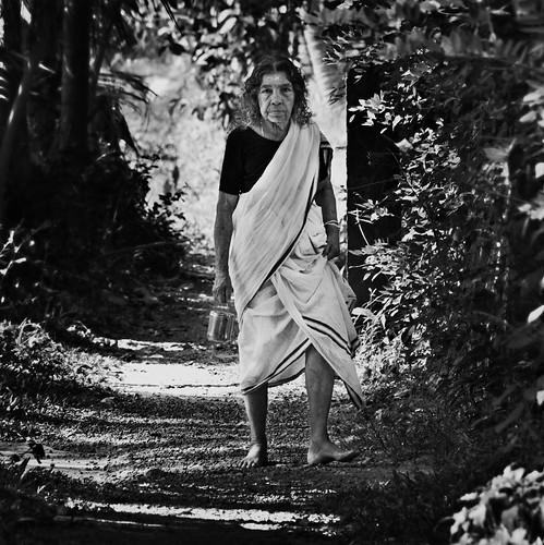 blackandwhite bw woman india geotagged kerala stare southindia alleyways alleppy keralawoman templegoer seemakk