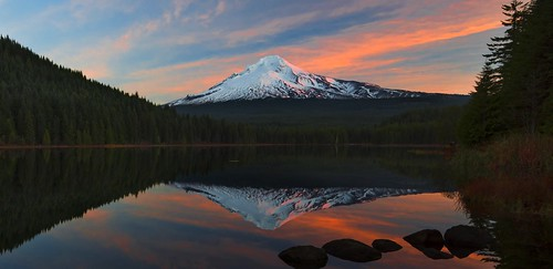 Sunrise at Trillium Lake (Mt Hood NF, OR)