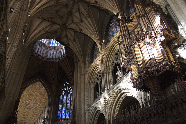 an overview of cathedrals Summary this short story a documentary about cathedrals is showing the narrator tries to describe a cathedral in words when that doesn't succeed.