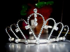 clothing(0.0), headgear(0.0), crown(1.0), jewellery(1.0), headpiece(1.0), tiara(1.0),