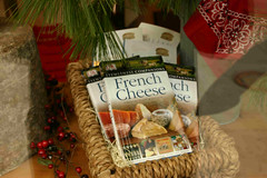 gift(0.0), holiday(0.0), gift basket(0.0), meal(1.0), christmas decoration(1.0), food(1.0), basket(1.0),