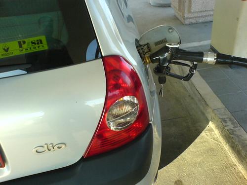 Enna, impiegato faceva benzina a spese del Comune: arrestato