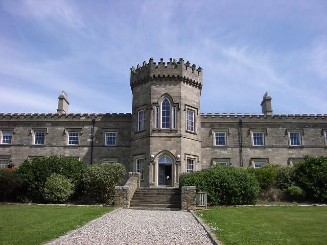 Dungiven Castle - Flickr CC bixentro