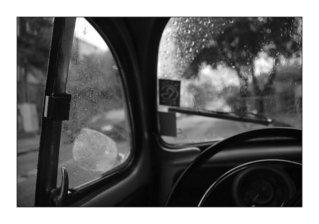 A chuva [de dentro do carro]