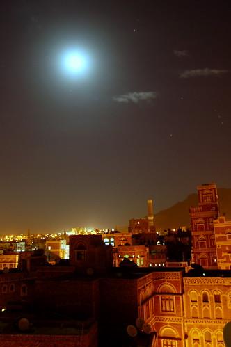 travel moon building heritage night minaret mosque historic fullmoon moonlight yemen sanaa oldcity 2007 worldheritage wh manarah arabiafelix イエメン اليمن صنعاء サヌア サナア