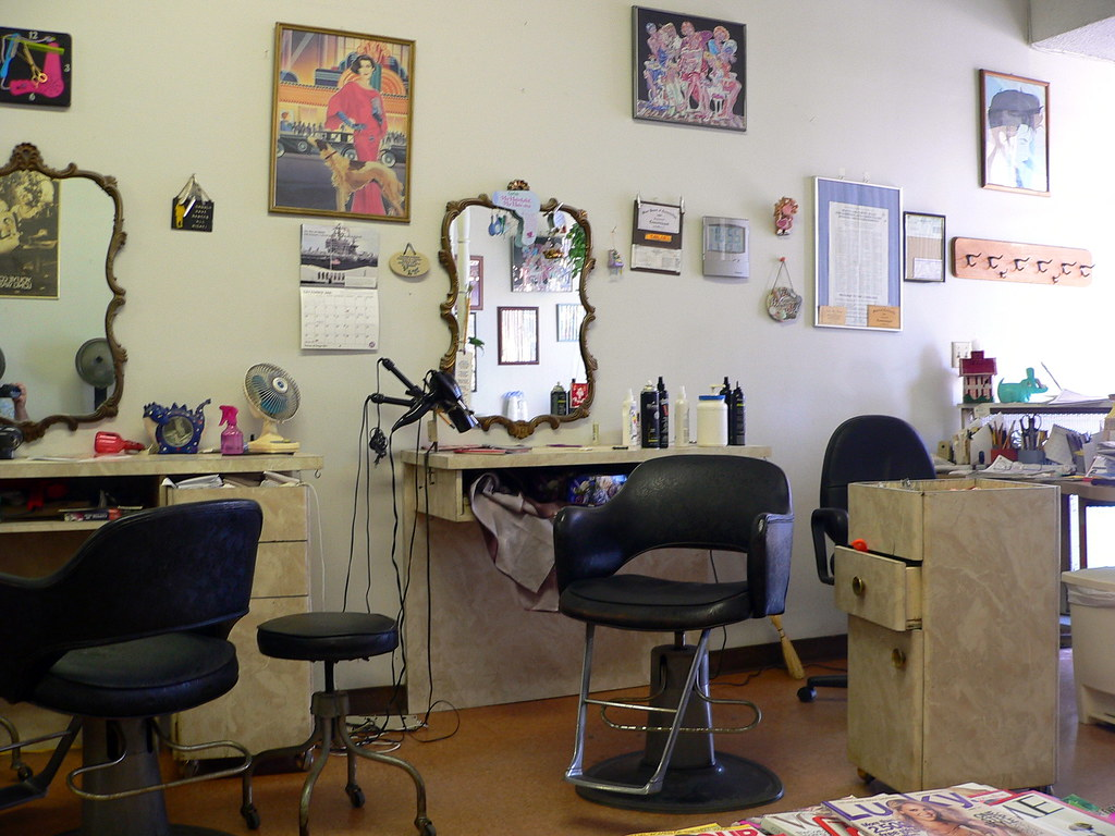 Swell Beauty Shop Series Chair One Where The Owner Carlos Does Download Free Architecture Designs Rallybritishbridgeorg