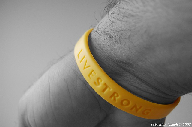 OFFICIAL LIVE STRONG LANCE ARMSTRONG YELLOW CANCER LIVESTRONG