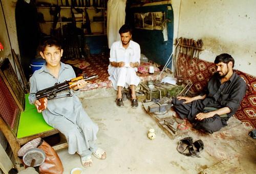pakistan boy adam shop asia short gunsmith copy nwfp ak47 darra canonf1 khel pushtun triballands