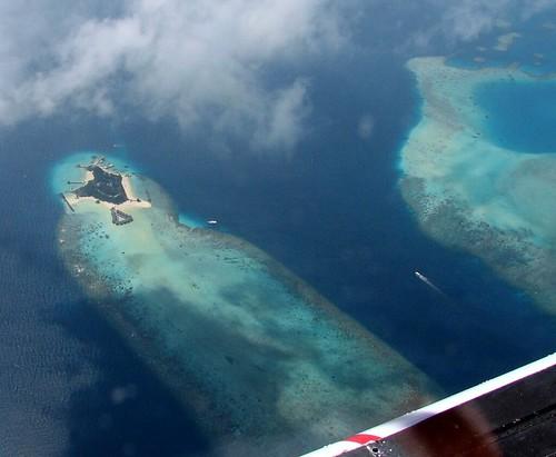 ocean blue cloud coral island maldives windowseat atoll bolifushiislandresort