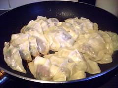 produce(0.0), shumai(0.0), khinkali(0.0), manti(1.0), mandu(1.0), momo(1.0), pelmeni(1.0), food(1.0), dish(1.0), varenyky(1.0), dumpling(1.0), jiaozi(1.0), cuisine(1.0),