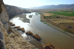 Looking down to the huts/cafes built in the River Tigris, Hasankeyf