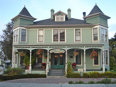 town, window, building, property, porch, cottage, architecture, manor house, estate, mansion, residential area, north american fraternity and sorority housing, facade, home,