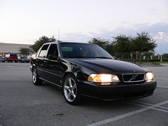 volvo v70(0.0), automobile(1.0), automotive exterior(1.0), executive car(1.0), wheel(1.0), vehicle(1.0), volvo s70(1.0), full-size car(1.0), bumper(1.0), volvo cars(1.0), sedan(1.0), land vehicle(1.0), luxury vehicle(1.0),