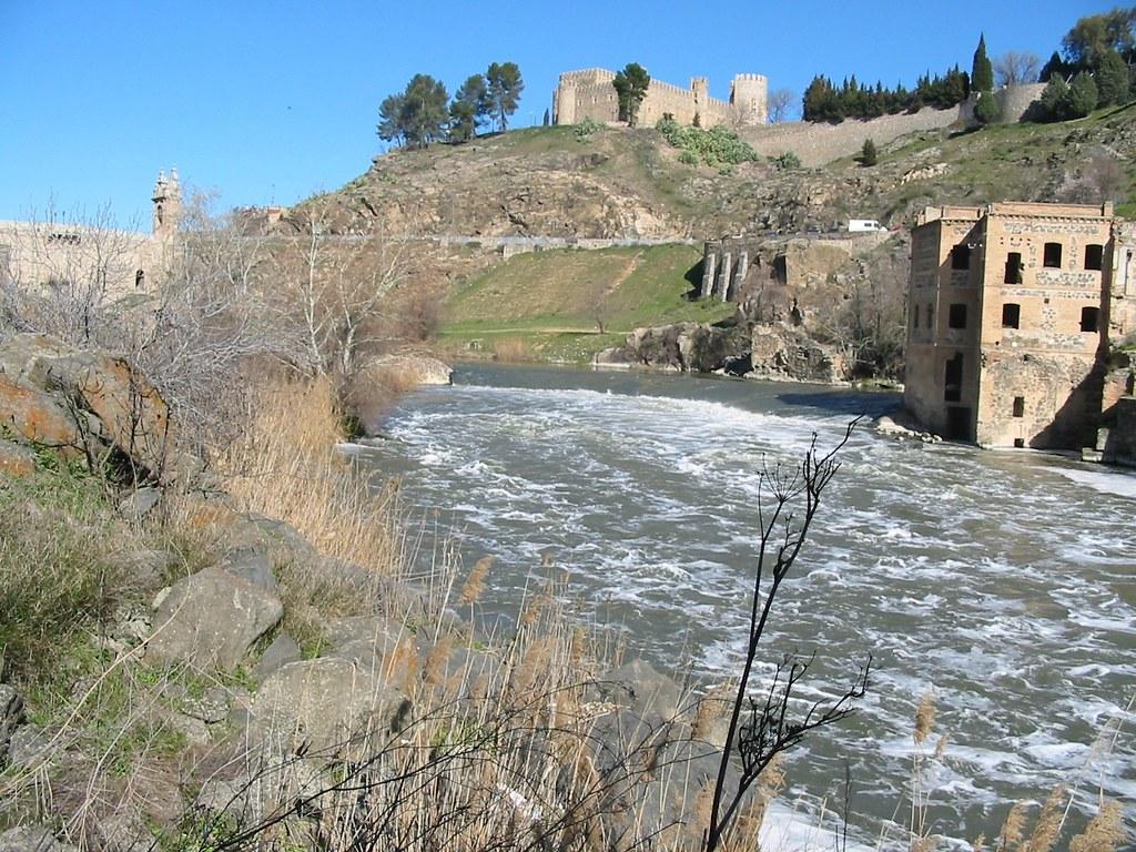 El Tajo y el Castillo de San Servando. Toledo, España.