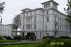 stately home(0.0), classical architecture(0.0), synagogue(0.0), manor house(0.0), building(1.0), property(1.0), architecture(1.0), house(1.0), estate(1.0), mansion(1.0), residential area(1.0), facade(1.0), home(1.0),