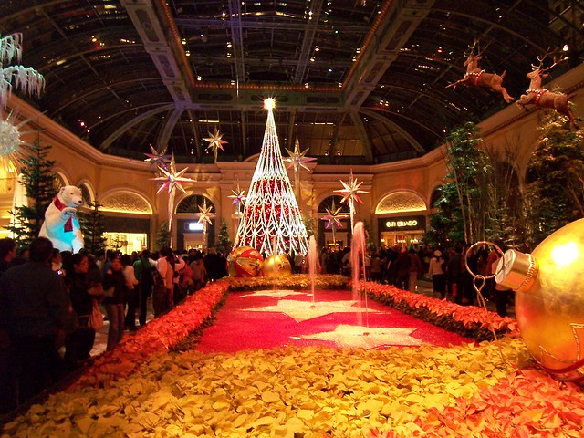 Las vegas dec 2006 bellagio christmas decorations for When does las vegas decorate for christmas