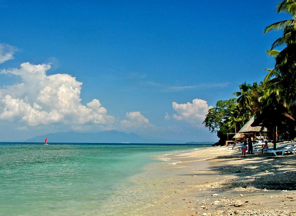 DFront beach of Coco beach resort